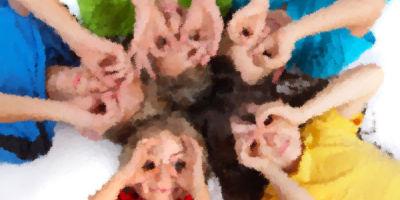 Niños jugando animación castillos Hinchables